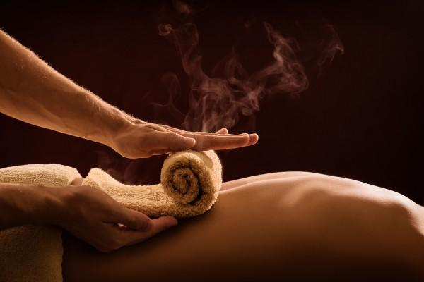 Maurische Massage mit heißer Rolle