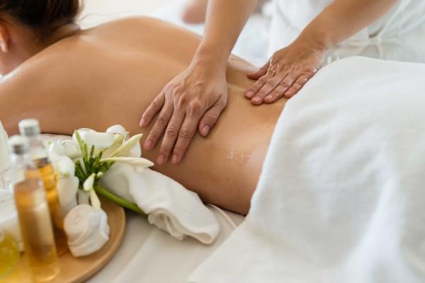 Zirbenöl-Massage